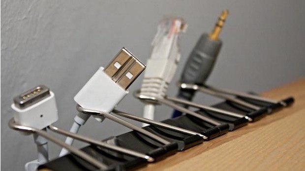 организовать провода на рабочем столе