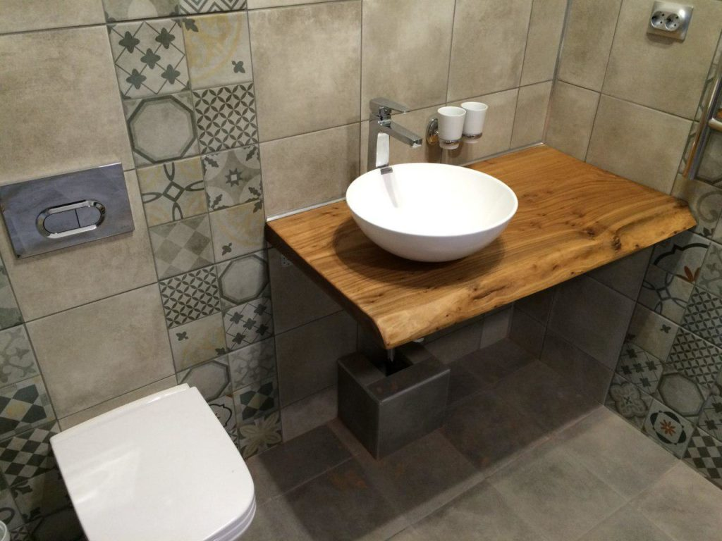 Деревянная столешница в ванную