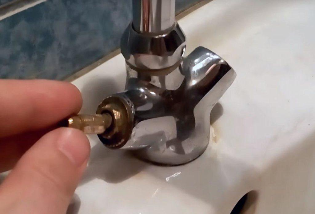 Как выкрутить буксу из смесителя